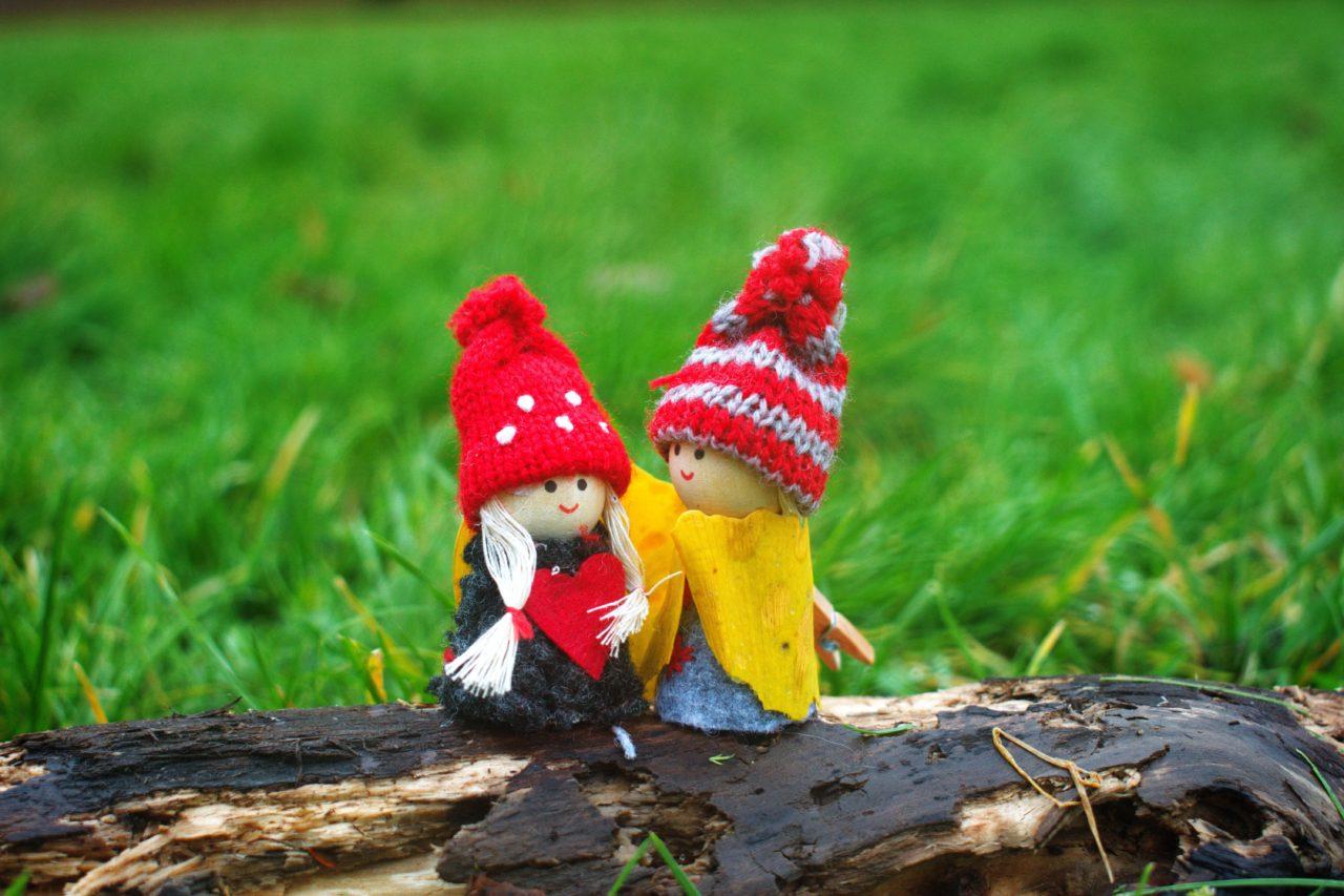人形のカップルの画像